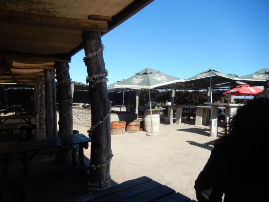 Lamberts Bay, South Africa: Do not be fooled by the rustic look. The ambience is really good.
