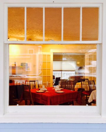 Bedford, Καναδάς: Window looking inside from the retail area to Celina's Tea Room.