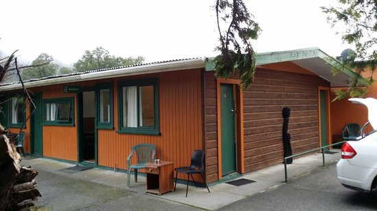 Murchison, New Zealand: Room Entrances and Kitchen