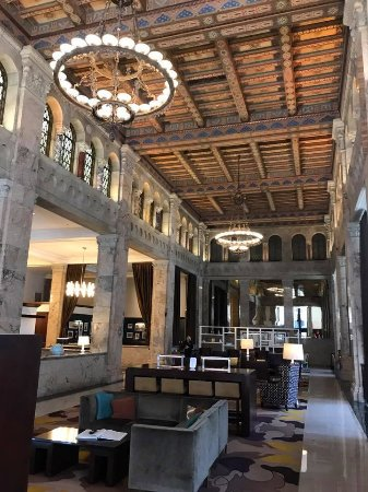 Courtyard by Marriott San Diego Downtown: The hotel lobby