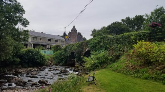 Hanora's Cottage: The lovely stream under the bridge