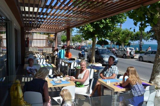 smartline Philippion: Restauarnt / ontbijtruimte aan de voorkant van het hotel