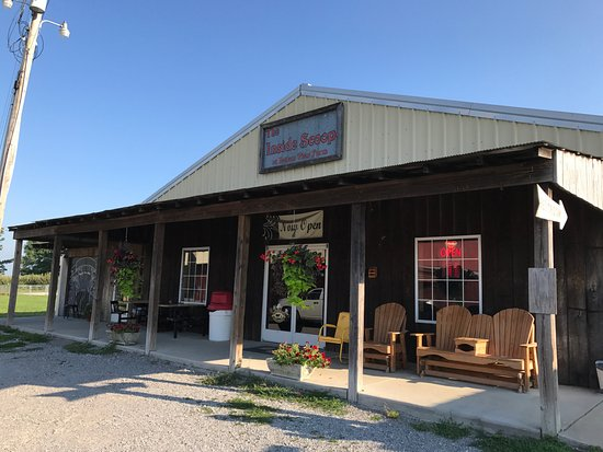 Portland, TN: The Bottom View Farm restaurant and main building