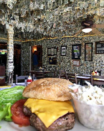 Pineland, FL: cheeseburger in paradise