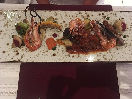 Episkopi, Cypr: Pork Tenderloin with king prawns, oh my goodness this is just delicious.