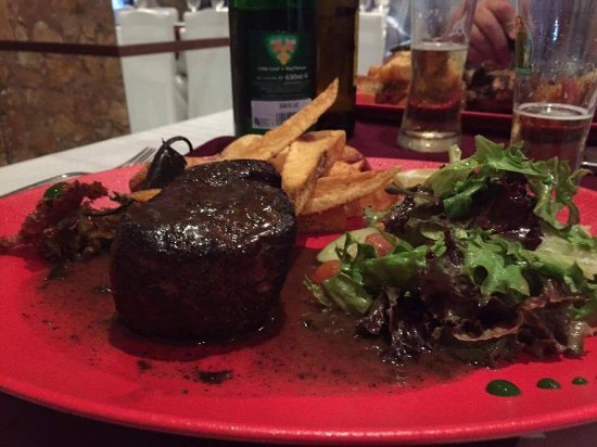 Episkopi, Cypr: Fillet steak with pepper sauce. Cooked to perfection.