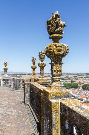 se catedral de evora en el tejado