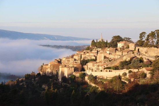 Bonnieux en Provence, ฝรั่งเศส: Bonnieux, village très pittoresque à  1h15 de Marseille, ancienne enclave papale ...
