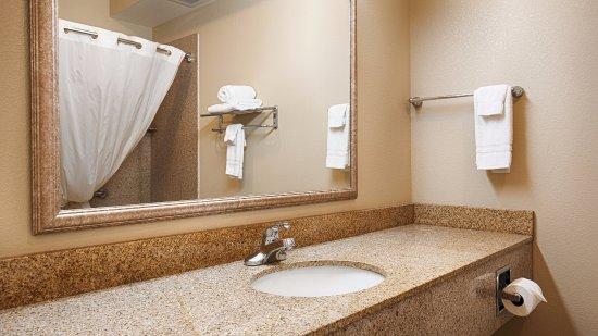 Henrietta, TX : Bathroom