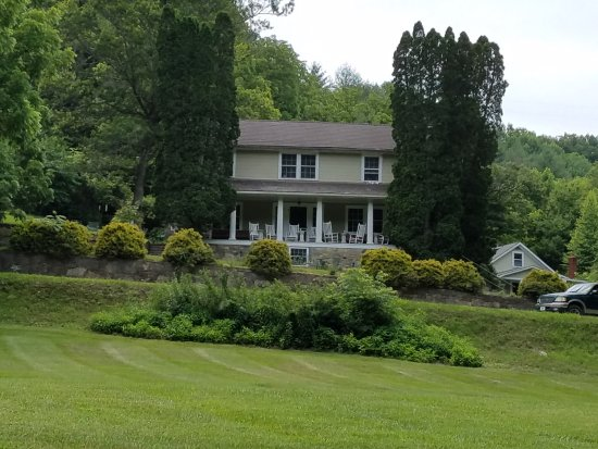 Grassy Creek, Carolina del Norte: front of the inn