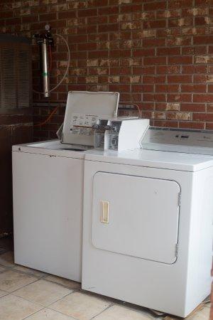 Dexter, Миссури: Coin Laundry Facilitie