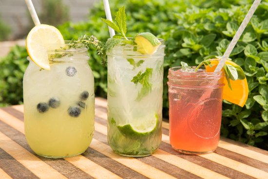 Chadds Ford, Pensilvanya: Enjoy fresh herbs in your cocktails from our very own rooftop garden!