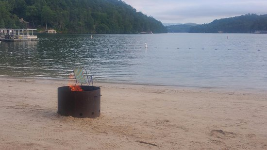 Lake Lure, Северная Каролина: Bonfire & making smores!