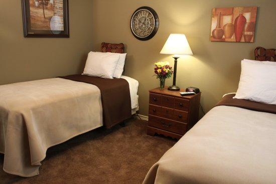 Carrizo Springs, TX: We offer XL Twin size beds for doubles.