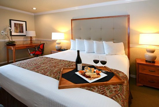 Tualatin, OR: King Room With Wine Package