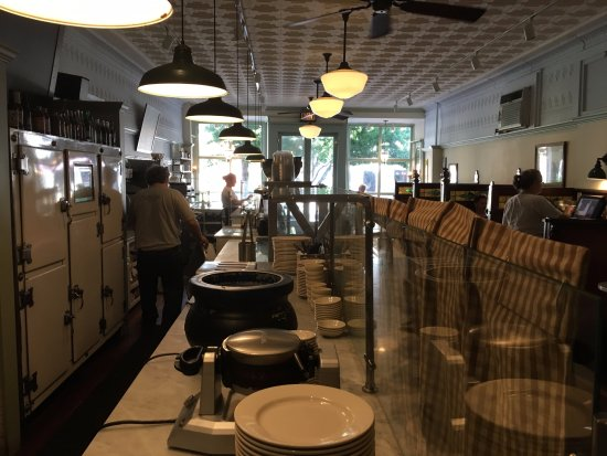 Delhi, Нью-Йорк: Cooking and Prep Area Facing Front