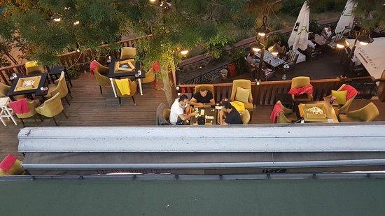 On Numara Cafe: players