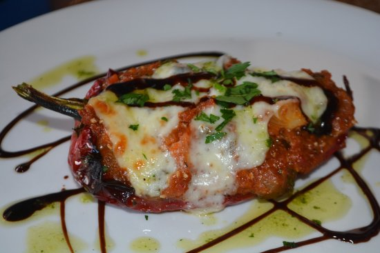 Mairena, España: Always a vegetarian option - this a stuffed pepper covered with cheese.