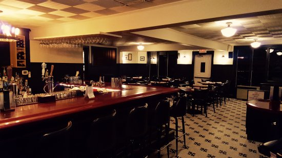 Frenchtown, NJ: Bar and Dining Room