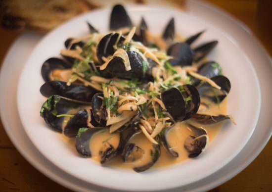 Frenchtown, NJ: Mussels in Red Thai Curry Coconut Broth