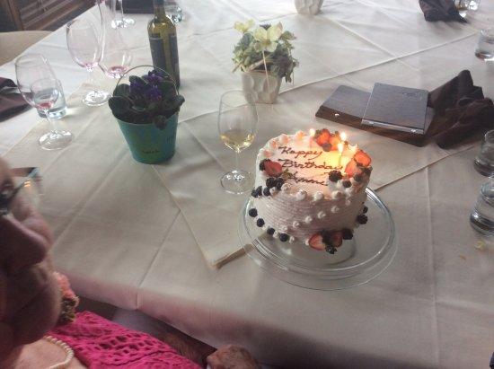 Kemble, Canada: birthday cake