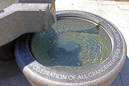 New Harmony, IN: Roofless Church fountain