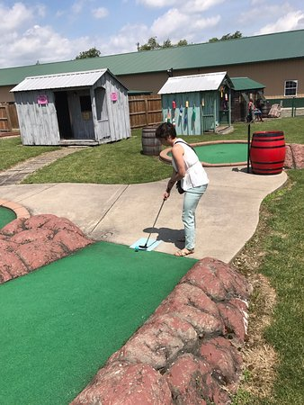 Cortland, État de New York : My wife teeing-off with the brig behind her. ;)
