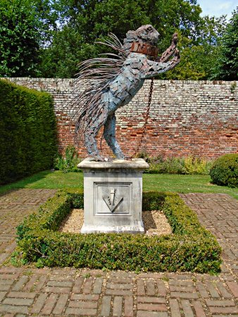 Penshurst Place & Gardens: Porcupine (emblem of the Sidney family)