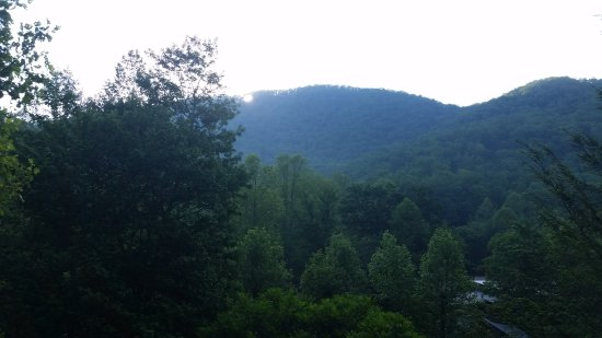 Robbinsville, Carolina del Norte: Sunrise from the front porch of the Lonestar 1 cabin