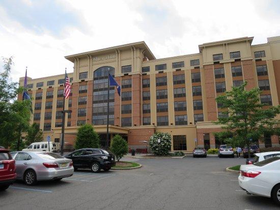 Sheraton Tarrytown Hotel: Hotel's front facade