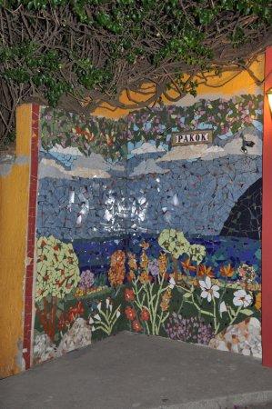 San Lucas Toliman, Guatemala: Mosaico de la entrada al hotel hecho por artesana local