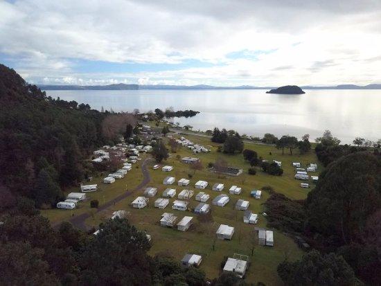 Motutere Bay Holiday Park : Hillside sites / Lake View