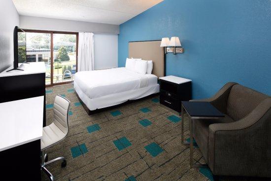 Red Lion Inn & Suites- Chambersburg: King Room