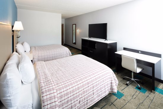 Red Lion Inn & Suites- Chambersburg: Two Queen Room