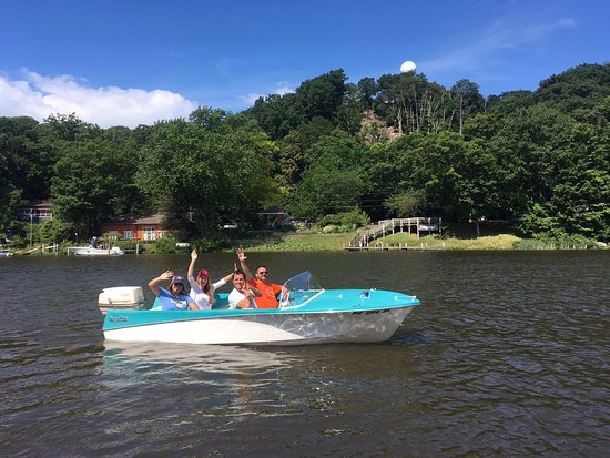 Retro Boat Rentals in Saugatuck!