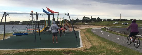 Wollongong, Australia: Several playgrounds along the path for family stops