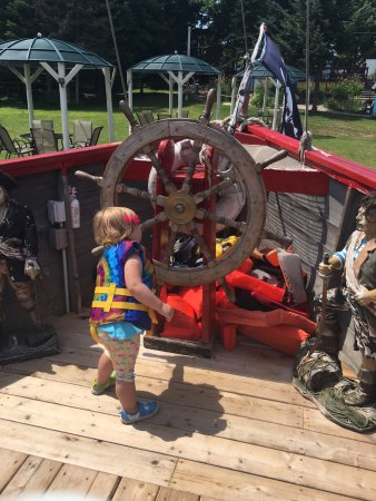 Eagle River, WI: kids can roam the deck safely