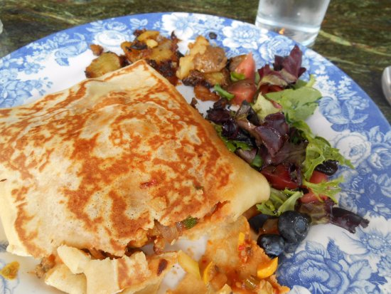 Housatonic, MA: Ratatouille crepe with cheddar, mixed greens with lemon vinaigrette and roasted potatoes