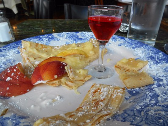 Housatonic, แมสซาชูเซตส์: Meyer lemon curd with fresh berries , and wild raspberry grappa