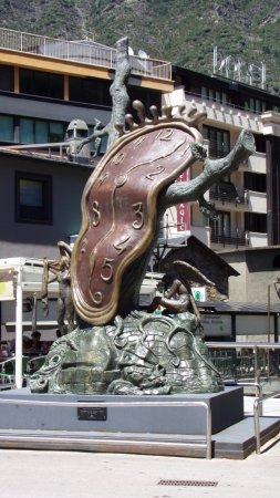 Explore Catalunya : Local sculpture in Andorra