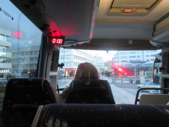 Grindavik, Ισλανδία: Bus back to Rekjavik. Midnight sun!