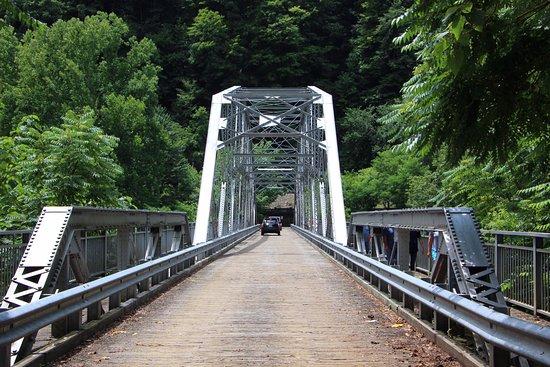 New River Gorge Bridge: Bridge at the bottom of the gorge