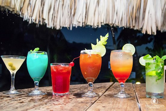 Mayan Princess Beach & Dive Resort: The best all inclusive premium cocktails in West Bay Beach, Roatan.