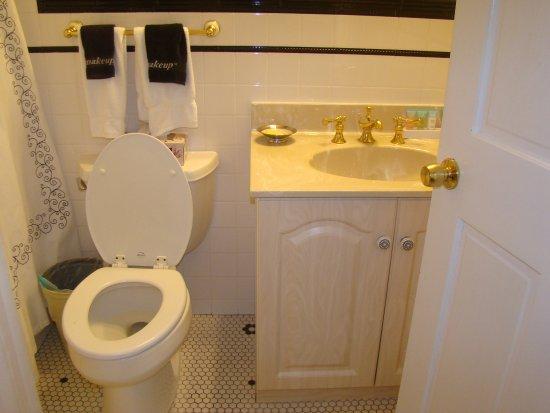 Elaine's Bed & Breakfast Inn: Bathroom Room #7