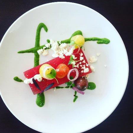 Ventnor City, Nueva Jersey: Compressed Watermelon, Basil Pesto, Pickled Shallot, Halloumi Cheese