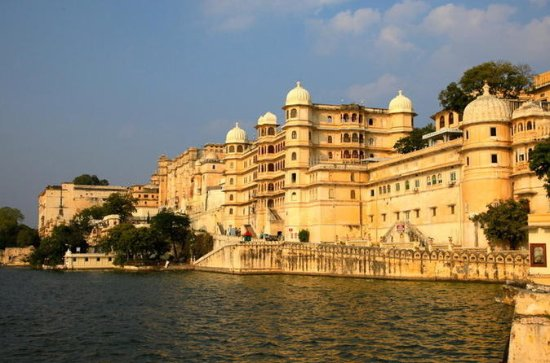 2-Day Private City Tour of Udaipur...