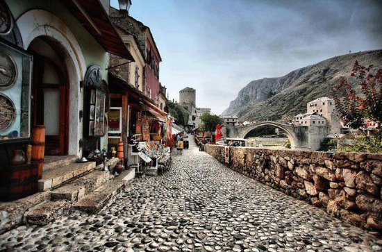 Mostar city tour - where East meets ...