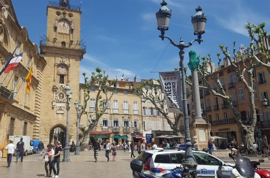 Full Day Private Tour of Aix en...