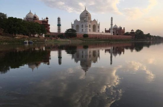 Agra Tour with Sunset Boat Ride in...