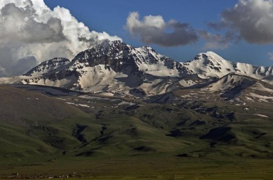 Daily Jeep-Hike Tour to Aragats
